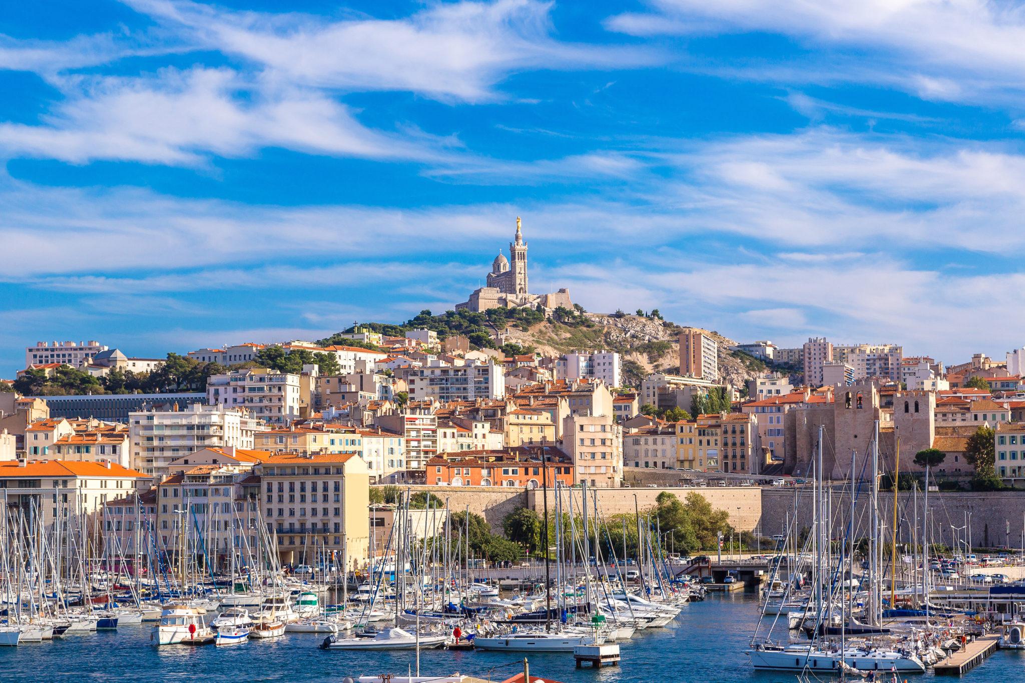 Ville dynamique appréciée de familles, des jeunes actifs et aussi des étudiants, Marseille a tout pour vous offrir de bons rendements si vous y investissez dans l'immobilier.